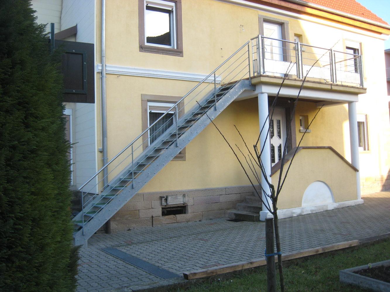 main courante escalier exterieur escalier extrieur mtallique hlicodal avec rampe with main. Black Bedroom Furniture Sets. Home Design Ideas